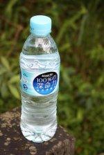 butelka czystej wody mineralnej
